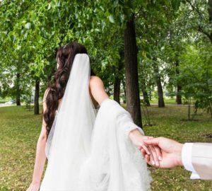 Bride-Follow-Me-Barn-Wedding-Venue