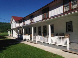 Motel-at-Homestead-Farm-Resort-Front