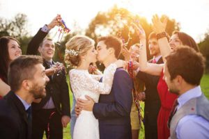 first-kiss-newlyweds-rustic-barn-wedding-venue