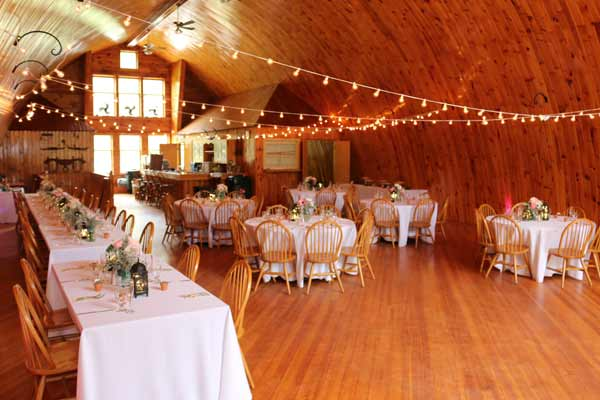 simple-decor-barn-wedding-venue